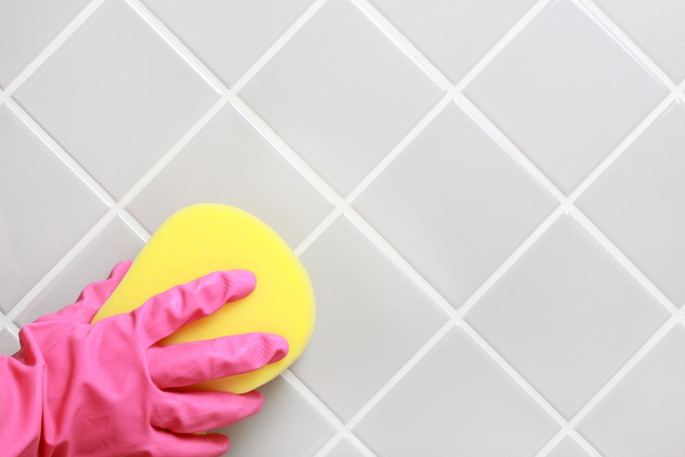 バスルームのタイルの掃除