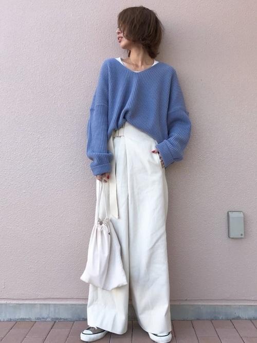 くすみブルーのセーターを使った春コーデ