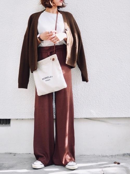 ブラウンでまとめた12月の服装