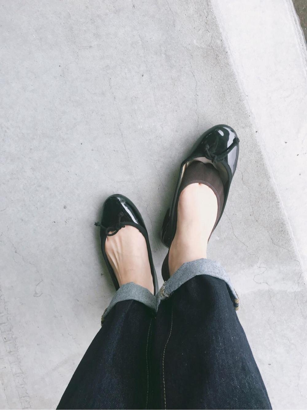 夏のパンプスに合わせるおすすめの靴下