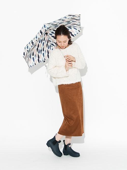 折りたたみ傘を使った那須の服装