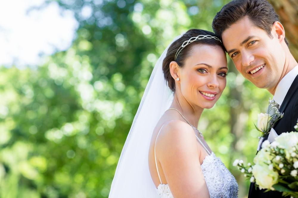 結婚した新婚カップル