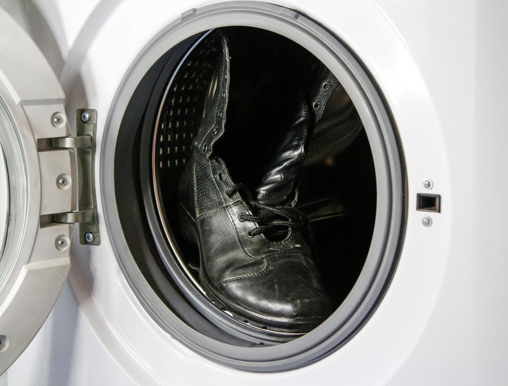 洗濯機に入ったブーツ