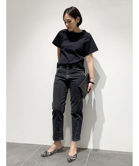 黒Tシャツ×ブラックデニムの夏コーデ