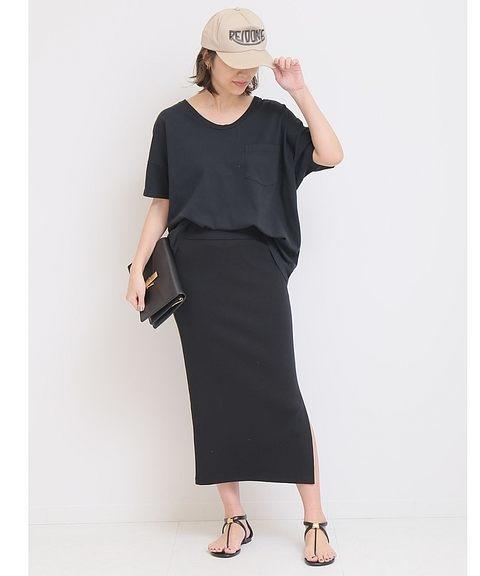 黒Tシャツ×黒タイスカートの夏コーデ