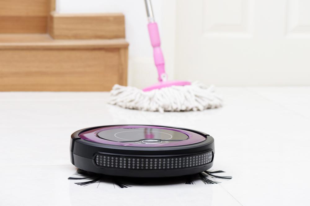 ロボット掃除機とモップ