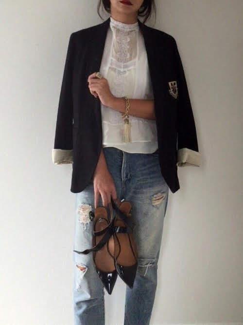 ブレスレットをアクセントに使ったコーデ【6】秋:トラッドなジャケットにひとくせブレスレット