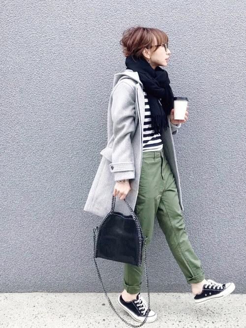 ブレスレットをアクセントに使ったコーデ【8】冬:ユニセックスファッションに女性らしい柔らかさを