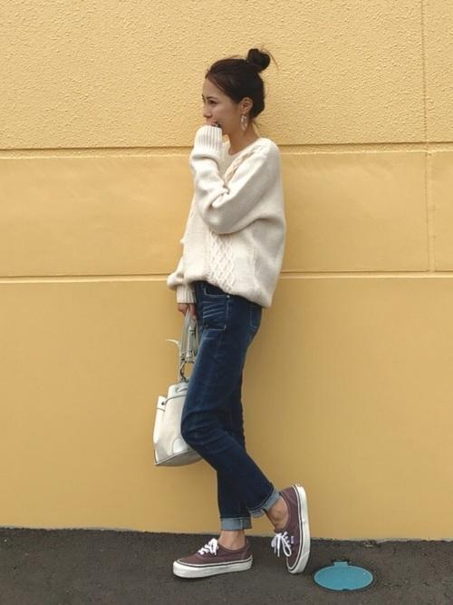 スキニーパンツ×ニットの小柄さんのファッション