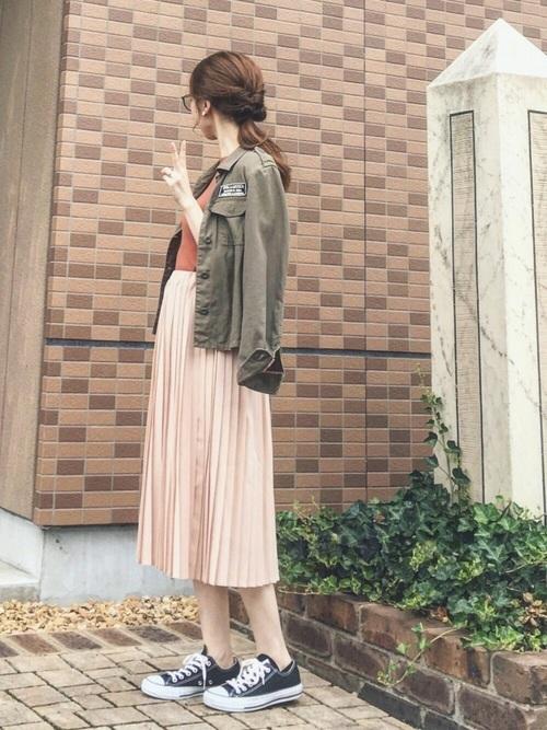 ミリタリージャケット×ピンクベージュスカート