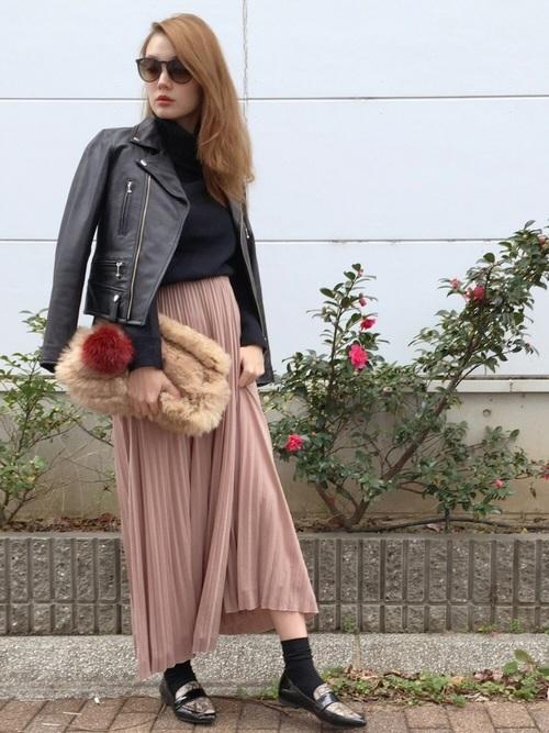 ライダース×ピンクベージュスカート