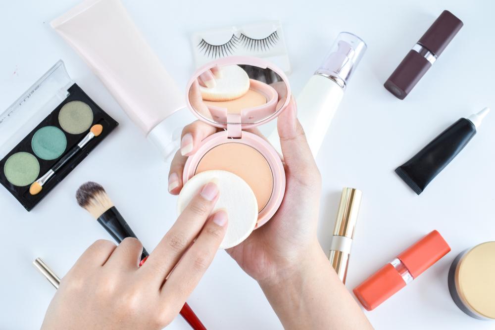 ファンデーションと化粧道具