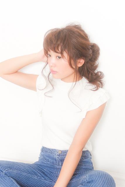 内巻き前髪×ポニーテール