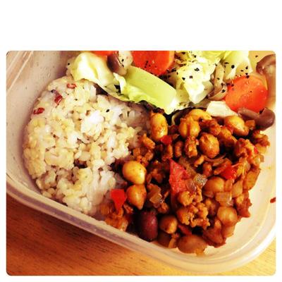 朝の10分で出来ちゃう!大豆ミートと豆のトマトカレーのレシピ