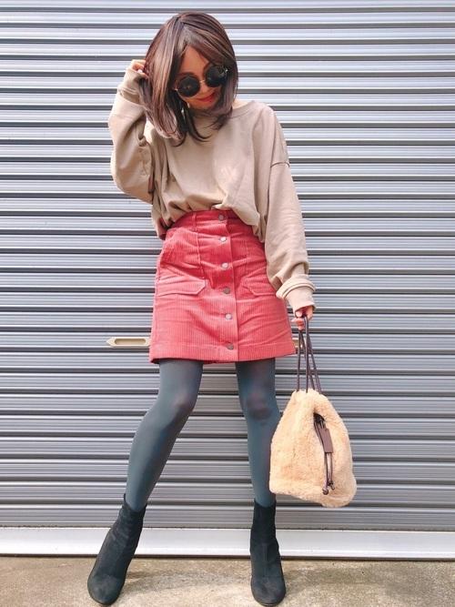 ビッグスウェットと台形スカート