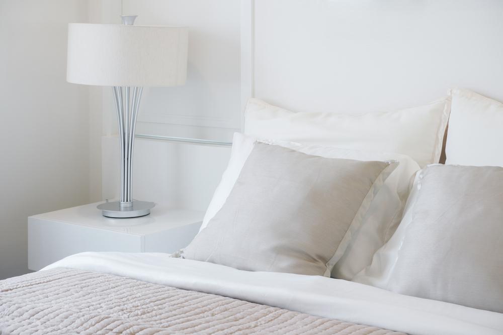 ライトとベッド