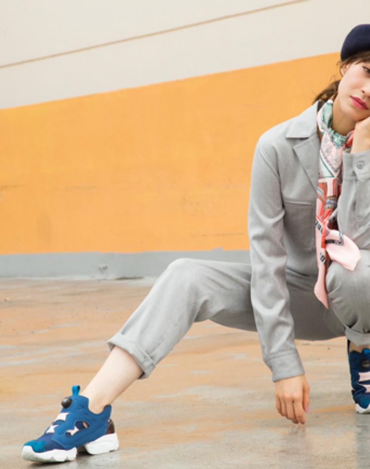 4カテゴリーのトレンドスニーカーを野崎萌香が可愛く・クールに履きこなす!