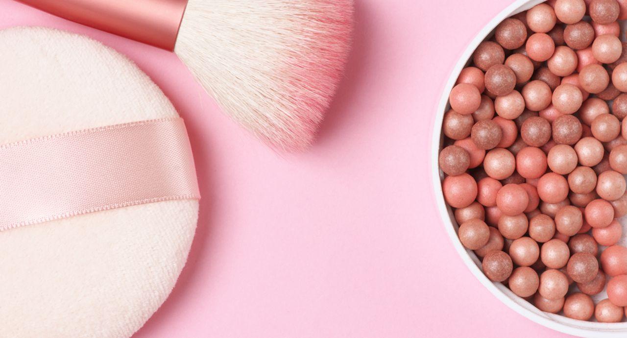 ピンクのチークが似合う人は?選び方やおすすめ商品をご紹介