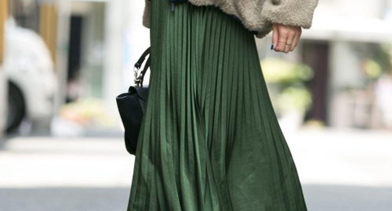 アコーディオンスカートのコーデ集!トレンドや丈別のおすすめ