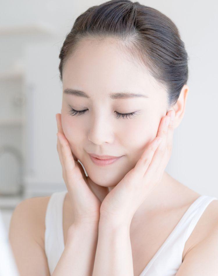 顔のテカリの原因とは?対処法とテカリ防止下地の選び方や使い方
