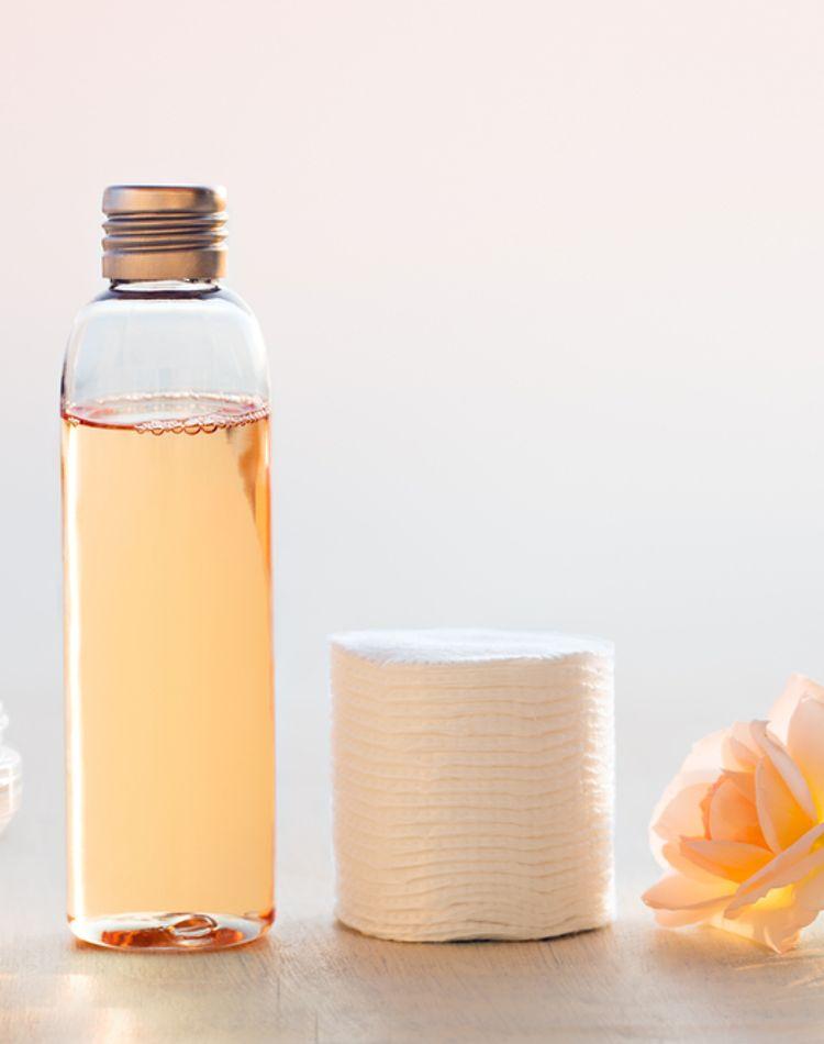 テカリを抑える化粧水とは?テカる原因やスキンケアの方法など