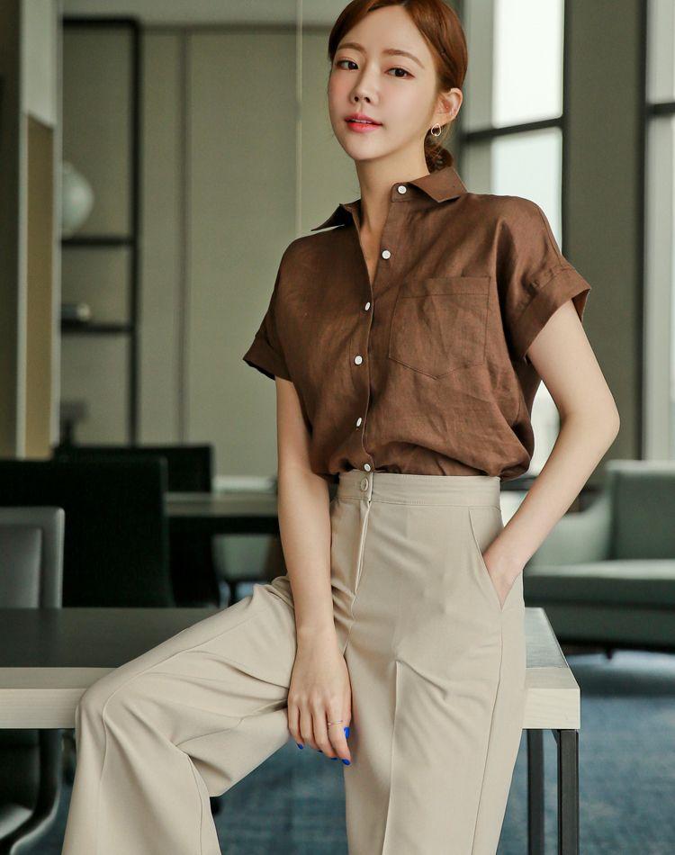 ブラウンシャツで艶っぽい大人コーデに!季節ごとのベストコーデ集