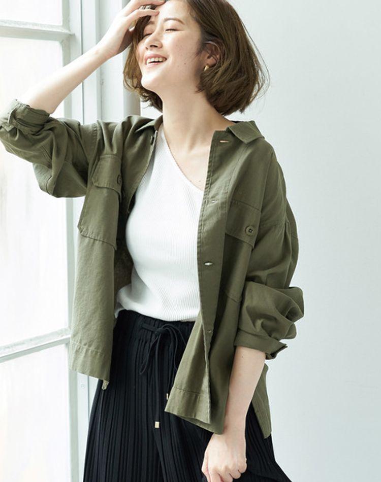 ミリタリーシャツを女性らしいコーデに!美人度高めに着こなす技