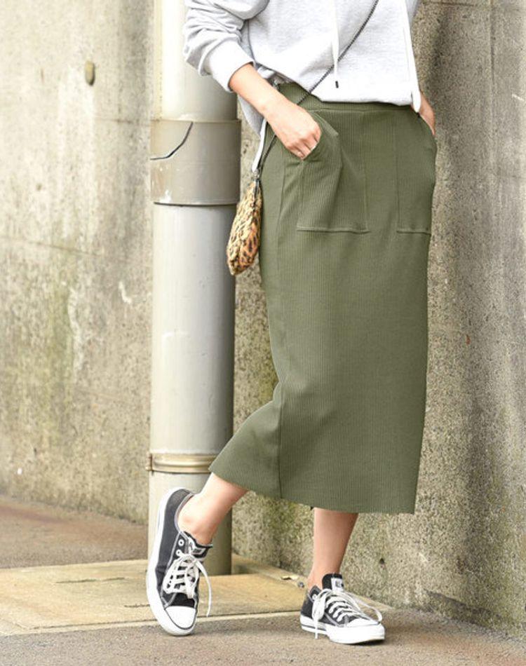カーキのタイトスカートで大人コーデを決める!季節別の着こなし方