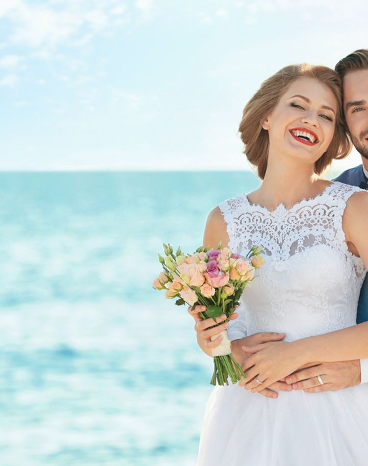 ハワイ挙式の費用の目安は?2人だけの場合や招待客の費用もご紹介