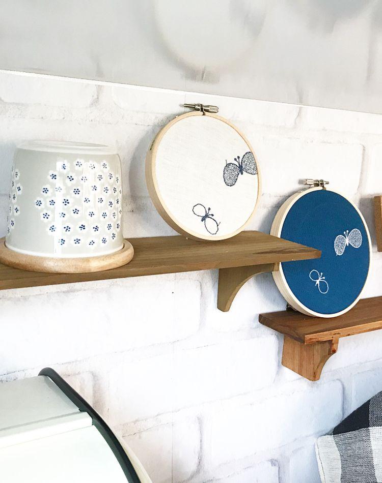 セリアの飾り棚が人気!種類や使い方とインテリア実例をご紹介