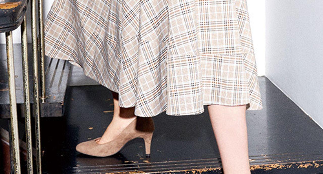 茶色パンプスを使ったコーデ集!靴下の合わせ方や季節&年代別コーデ