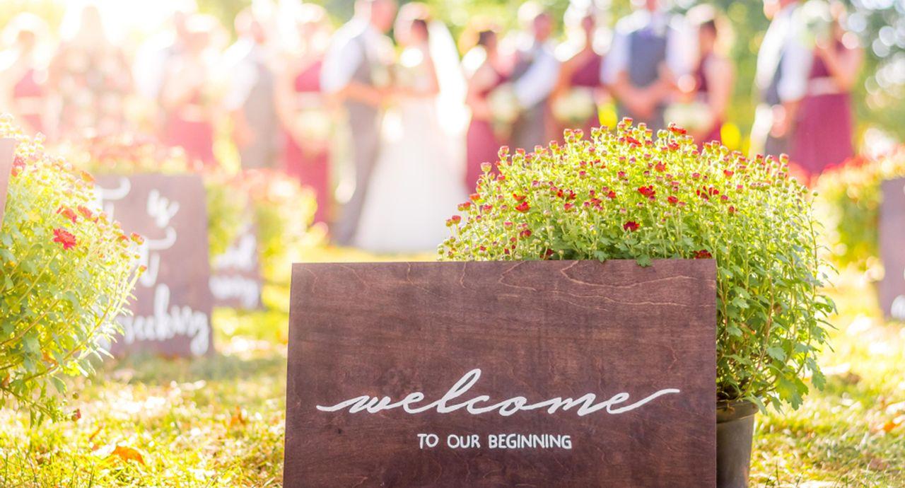 結婚式の受付を担当する際のマナーは?挨拶の例文や注意点をご紹介