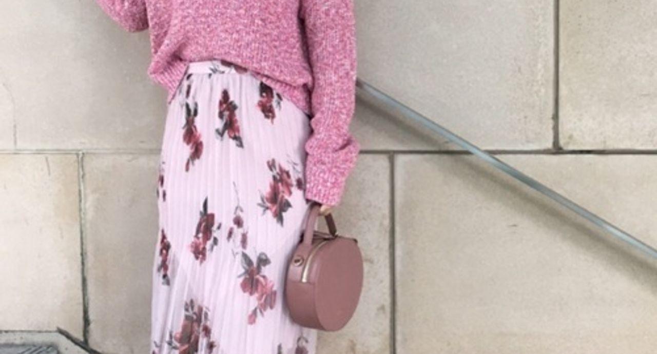 ピンクの花柄スカートを大人っぽく着こなす!季節・年代別コーデ特集