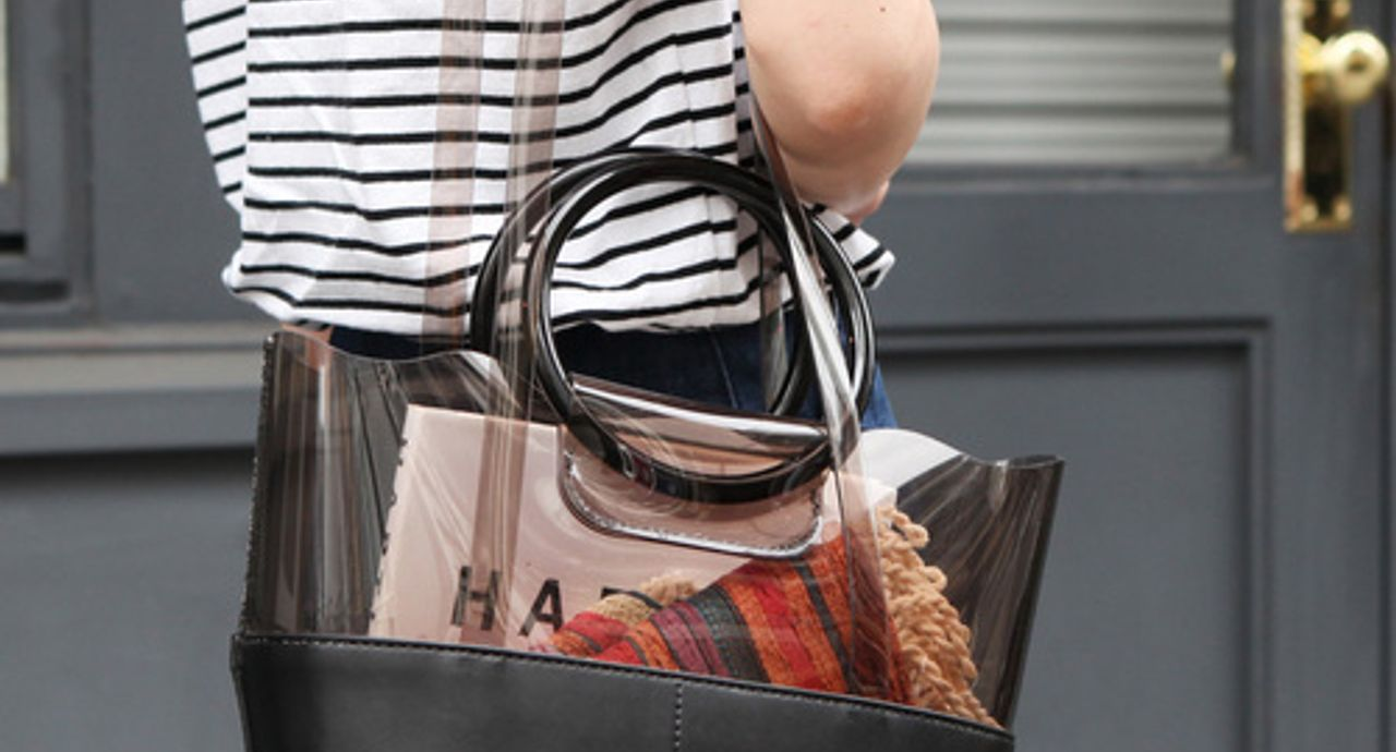 流行りのリングバッグの正解コーデとは?年代別・季節別コーデ9選