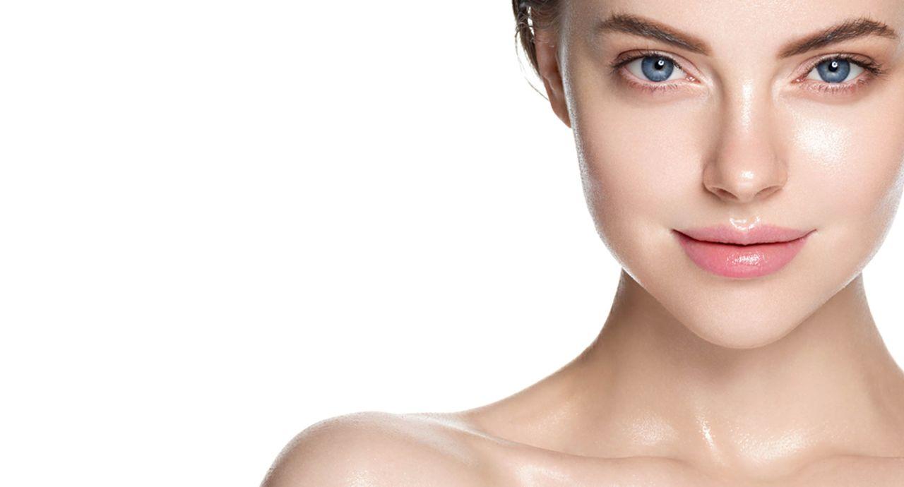 発光肌の作り方とは?自然なツヤ肌にするコツや使うアイテムを紹介