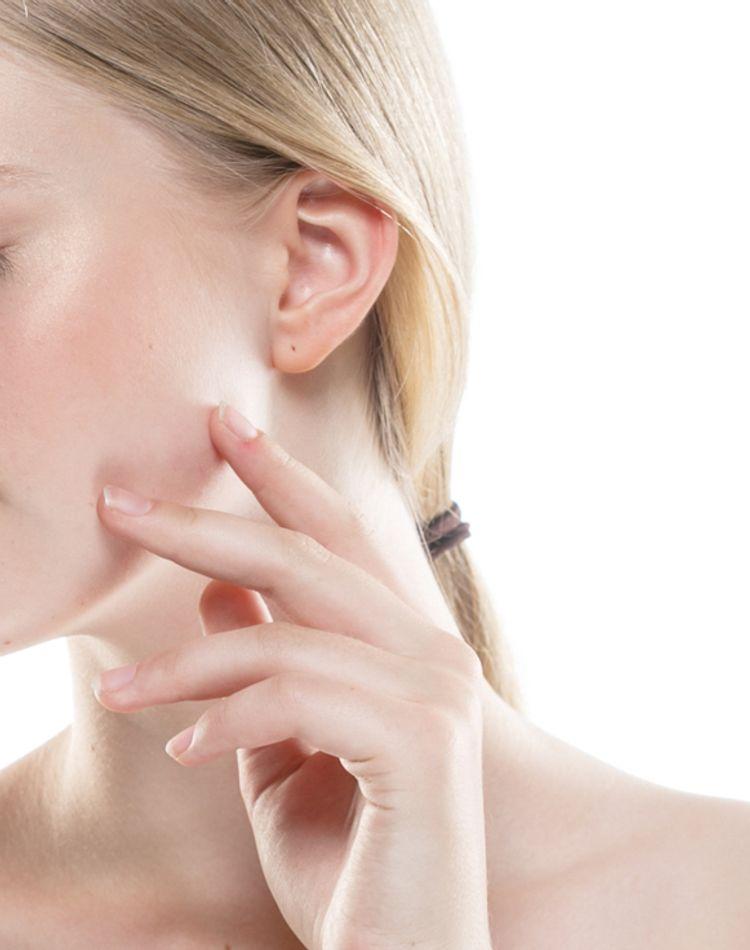 キメの整った肌の特徴とは?キメを整える方法やスキンケアについて