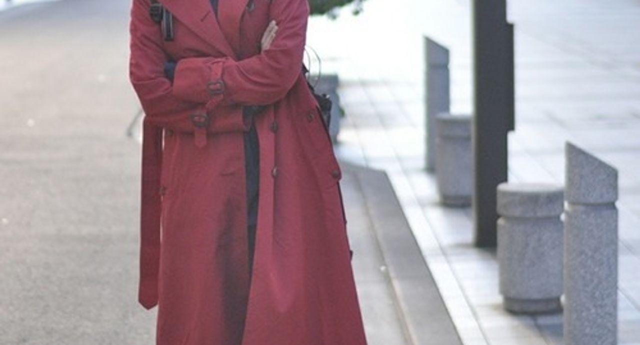 赤コートがトレンド。レディースのおしゃれな着こなし19選