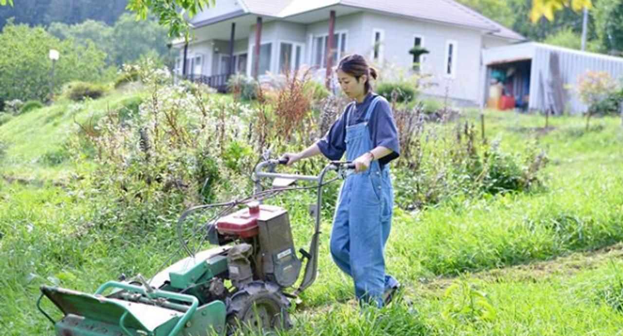 草刈りの服装を徹底解説!装備から女性の着こなしまで基本をチェック