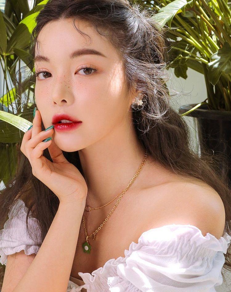 夏の化粧崩れを防ぎたい!崩れる原因や対策とおすすめコスメ11選