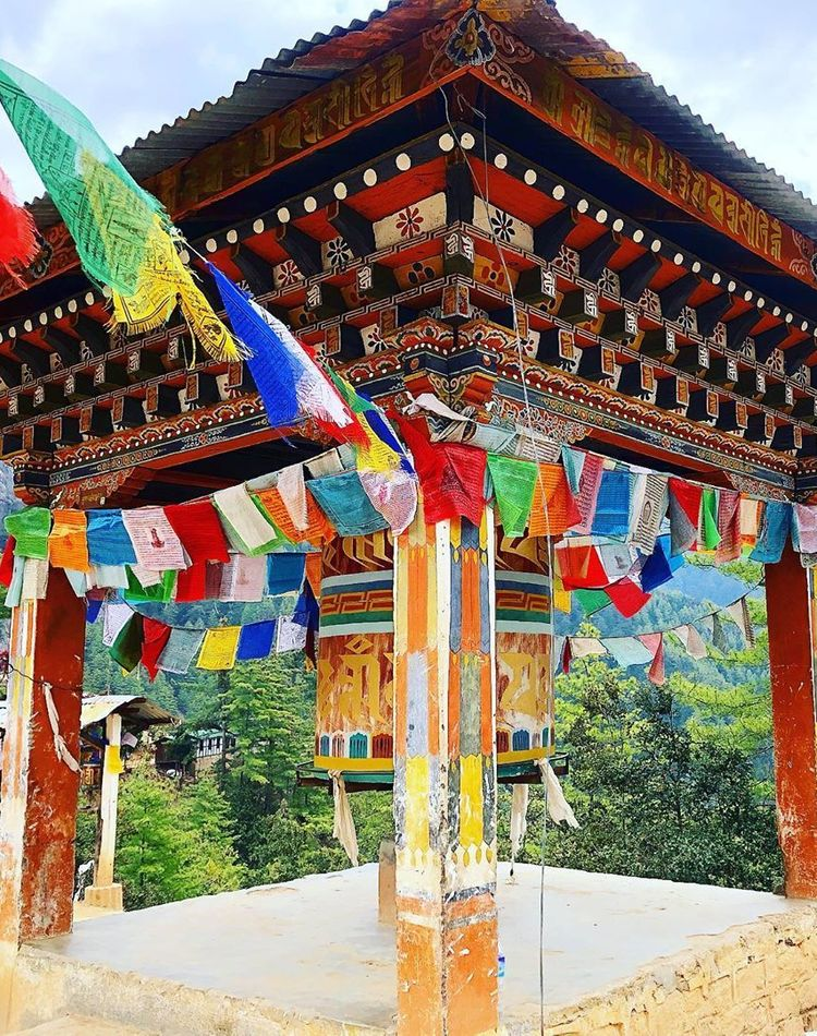 ブータン旅行に適した服装は?レディースコーデを季節別にご紹介