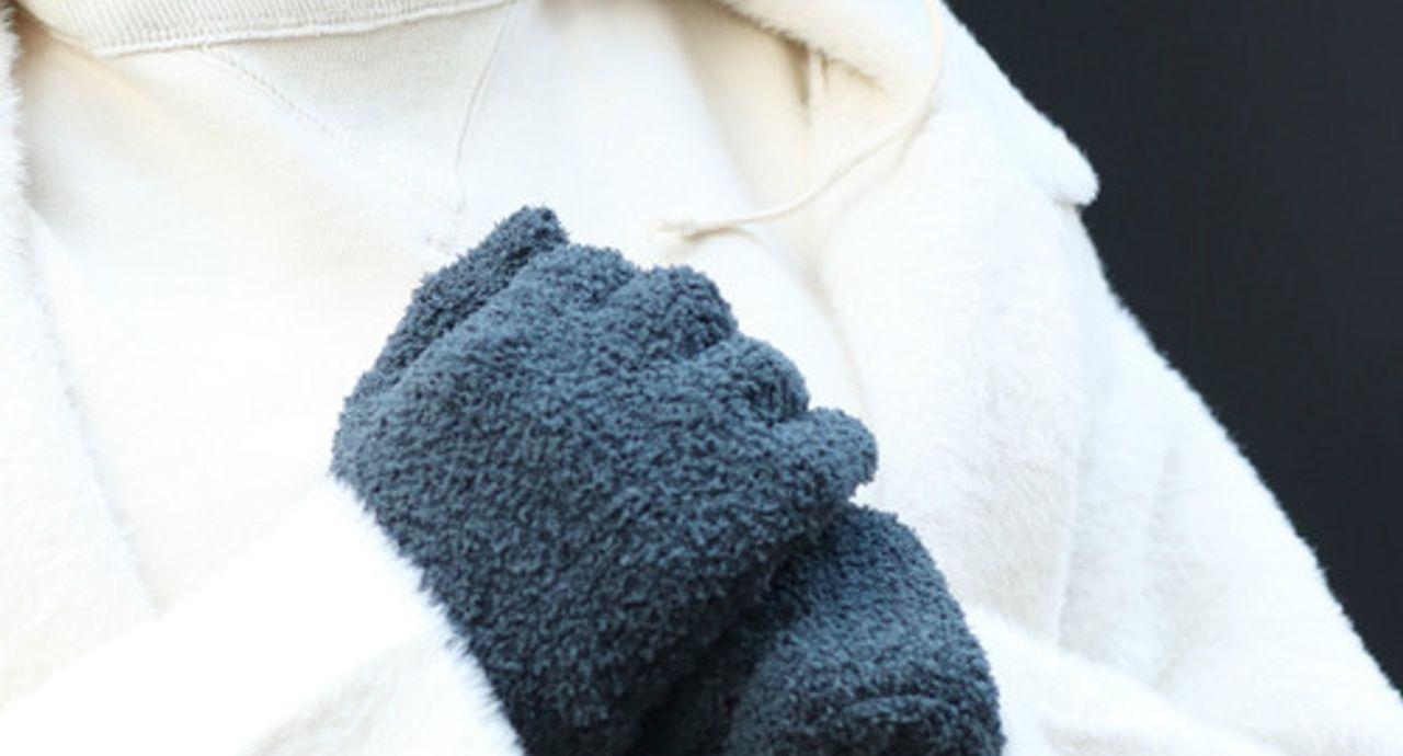 手袋で大人可愛く冬コーデ!人気デザインや合わせ方、おすすめコーデ