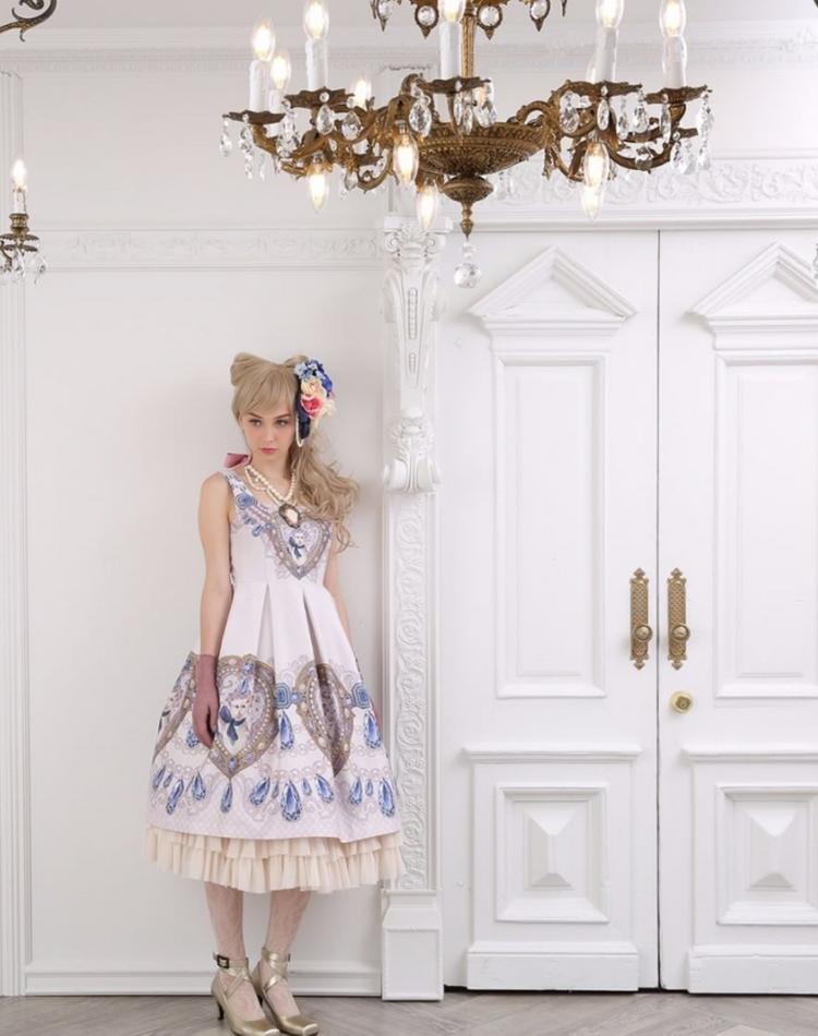 幻想的な魅力が漂う…ゴスロリファッションの着こなし特集