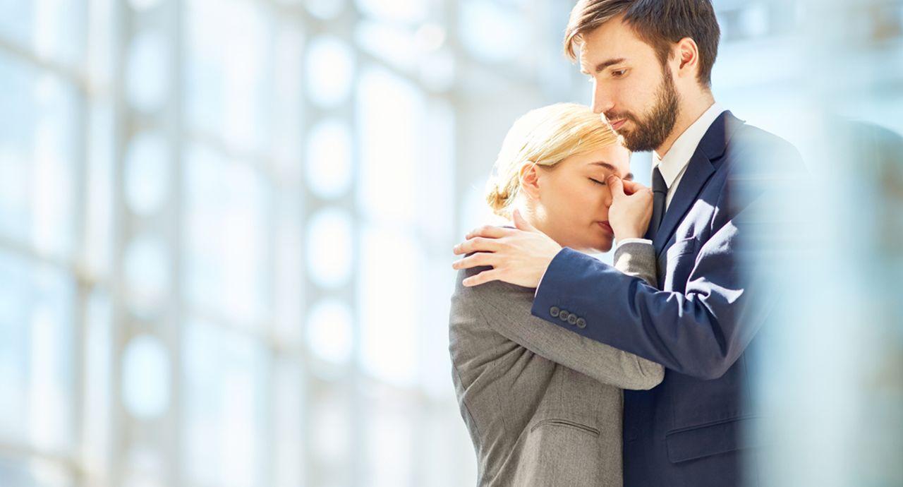 既婚者を好きになってしまった…諦められない苦しい恋への対処法