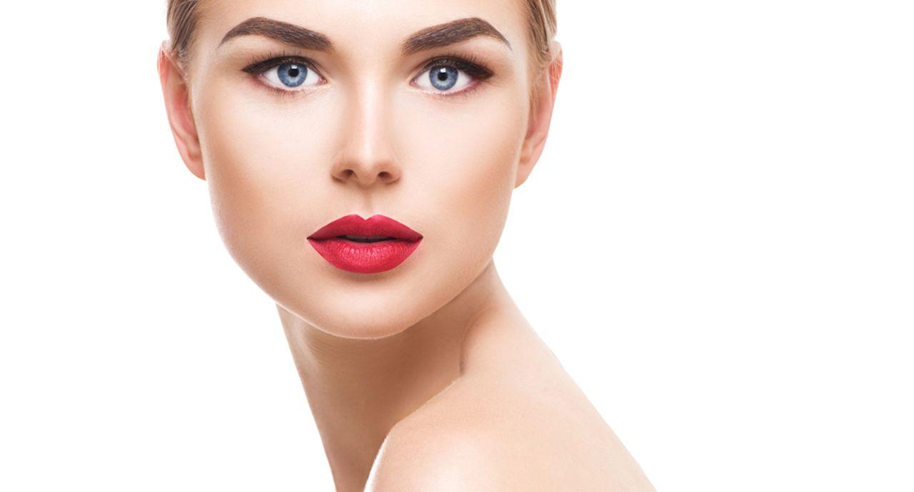 鼻のテカリを予防する下地は?テカらせない方法や化粧直しの方法など