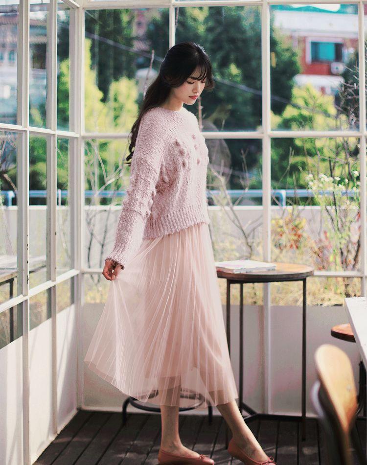 ピンクのチュールスカートを大人コーデに!甘過ぎない着こなしのコツ