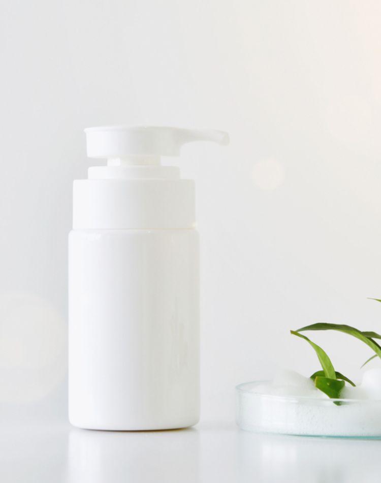 メラニン毛穴におすすめの洗顔料とは?選び方や正しい使い方を解説
