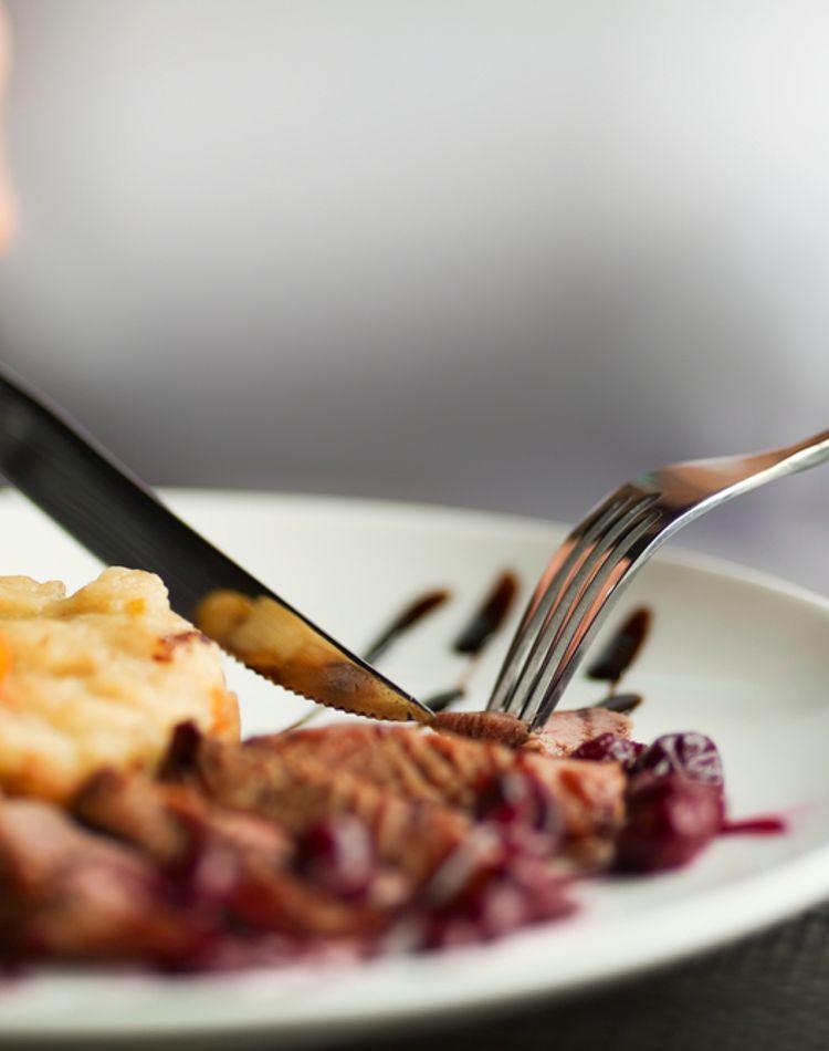 アメリカの食事マナーをチェック!テーブルマナーや振る舞いをご紹介