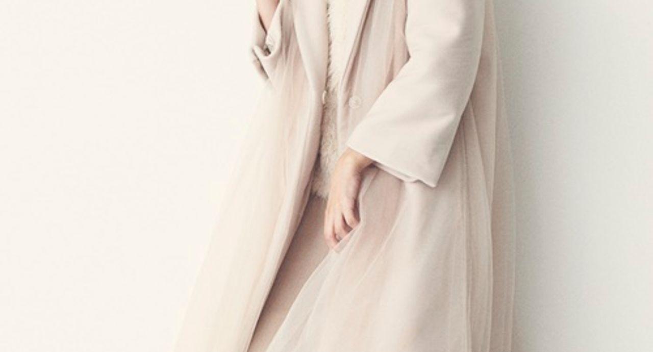 白コートのレディースコーデ。デートにもぴったりのかわいいスタイル20選