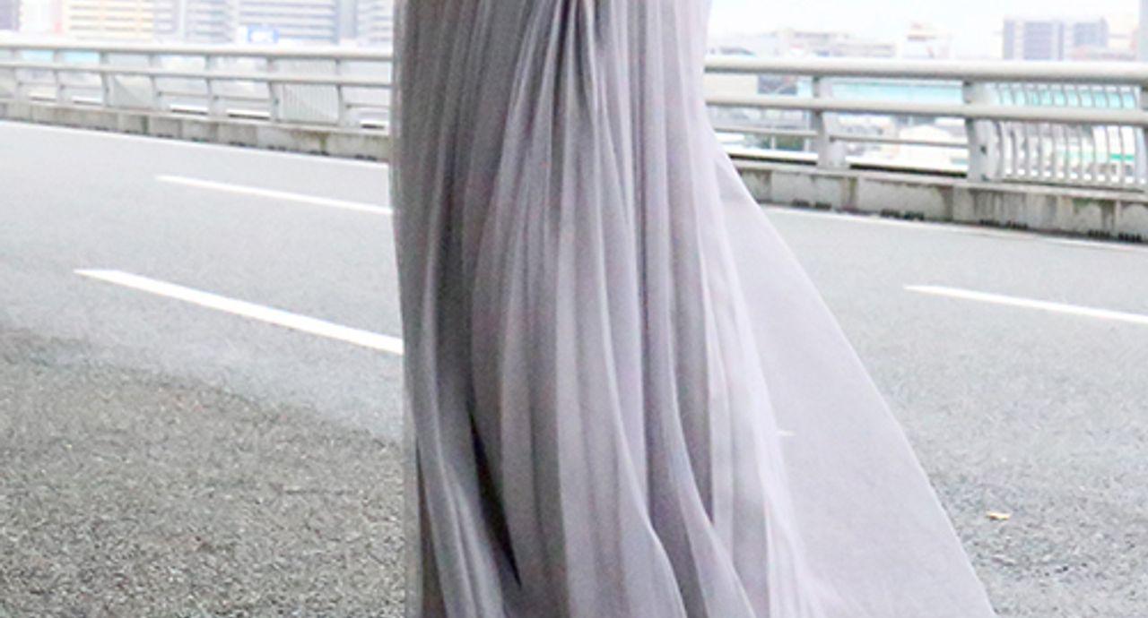 グレーのプリーツスカートの大人コーデ!丈別・季節別のおすすめ9選
