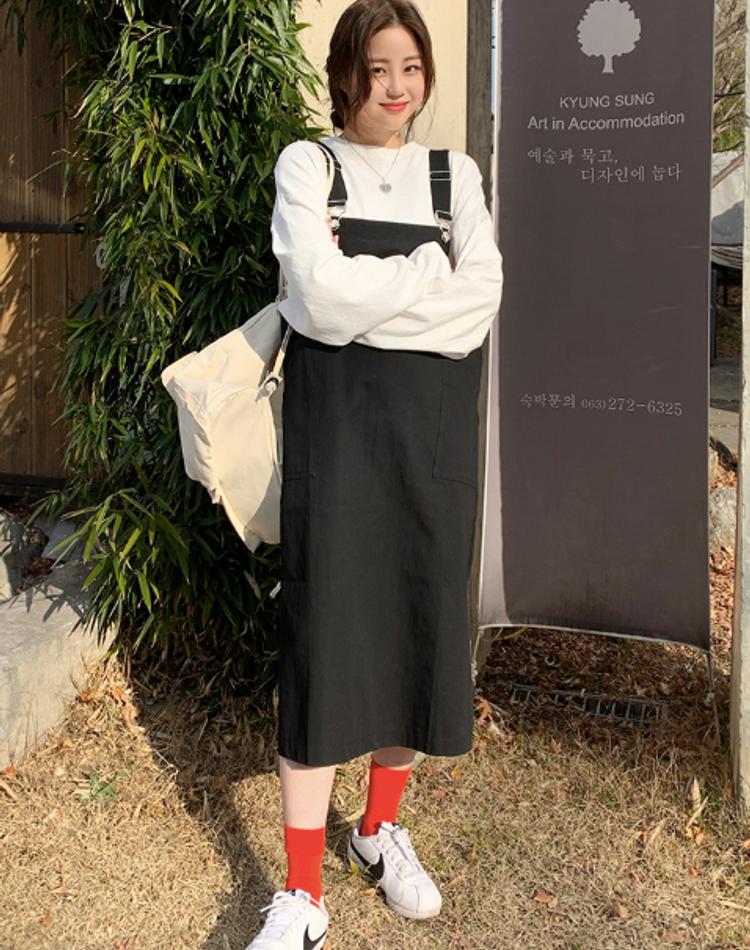 サロペットスカート【黒】のおしゃれコーデ9選!旬の着こなしを解説